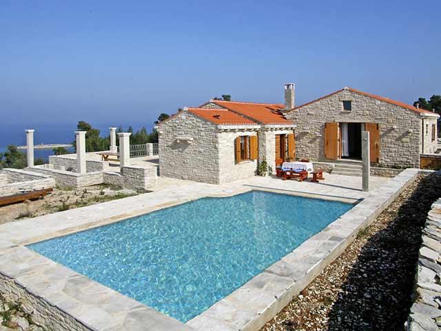 Dalmatinska-Luksuzna-Villa-Orgula-s-bazenom-u-uvali-Prigradica-blizu-mora-i-plaze-idealna-za-luksuzno-elitni-i-obiteljski-odmor-Luksuzna-villa-s-bazenom-Korcula-Dalmacija-Hrvatska-18432_1418397630